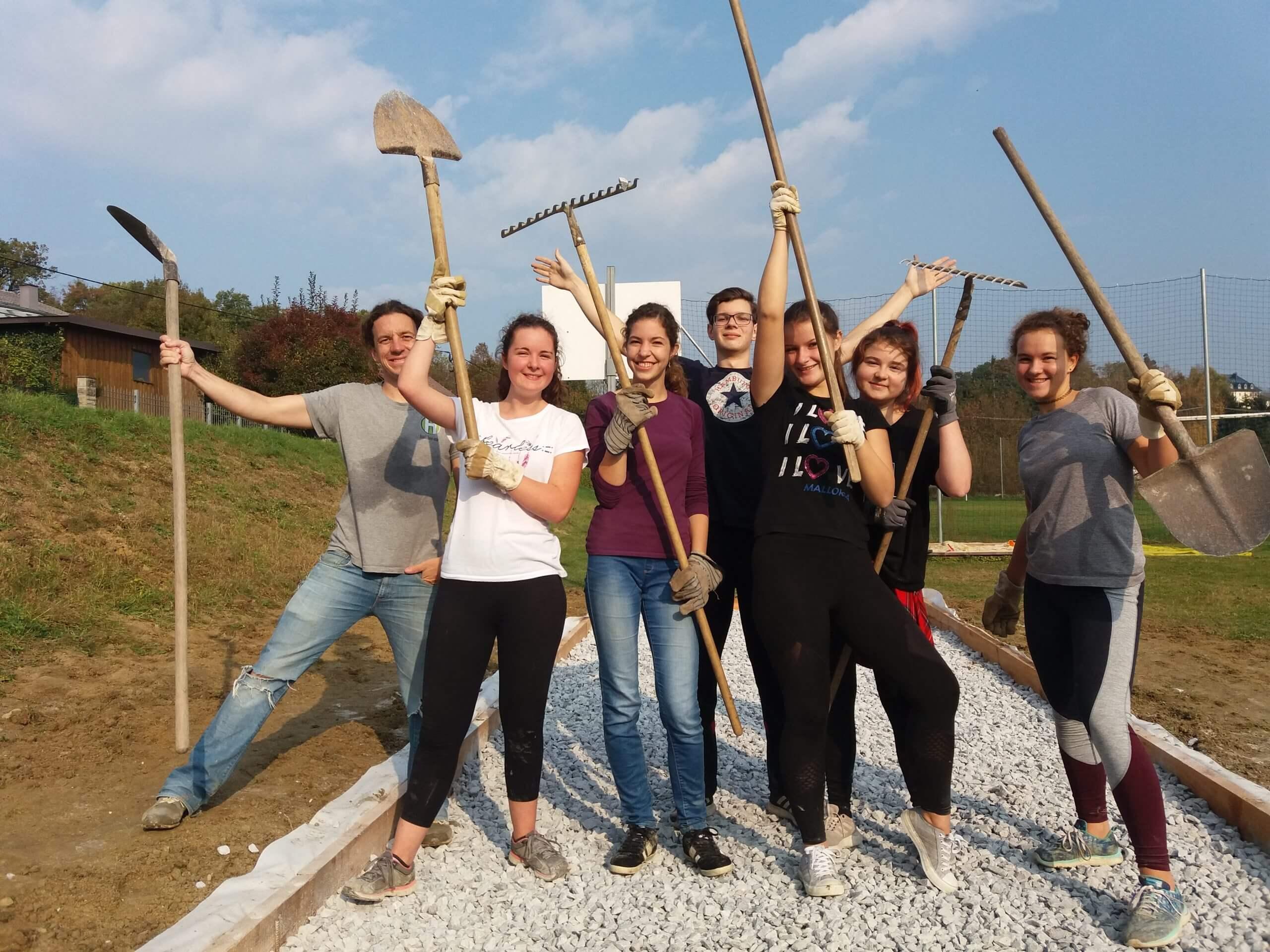 Jugendliche nach erfolgreichem Projekt